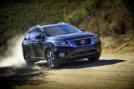 Nissan Pathfinder 2013: брутальный внедорожник стал модным и стильным кроссовером