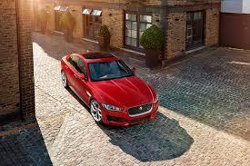 Jaguar представил в Лондоне свой самый дешевый седан
