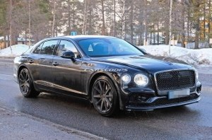 Салон нового Bentley Flying Spur отделают 3D-кожей